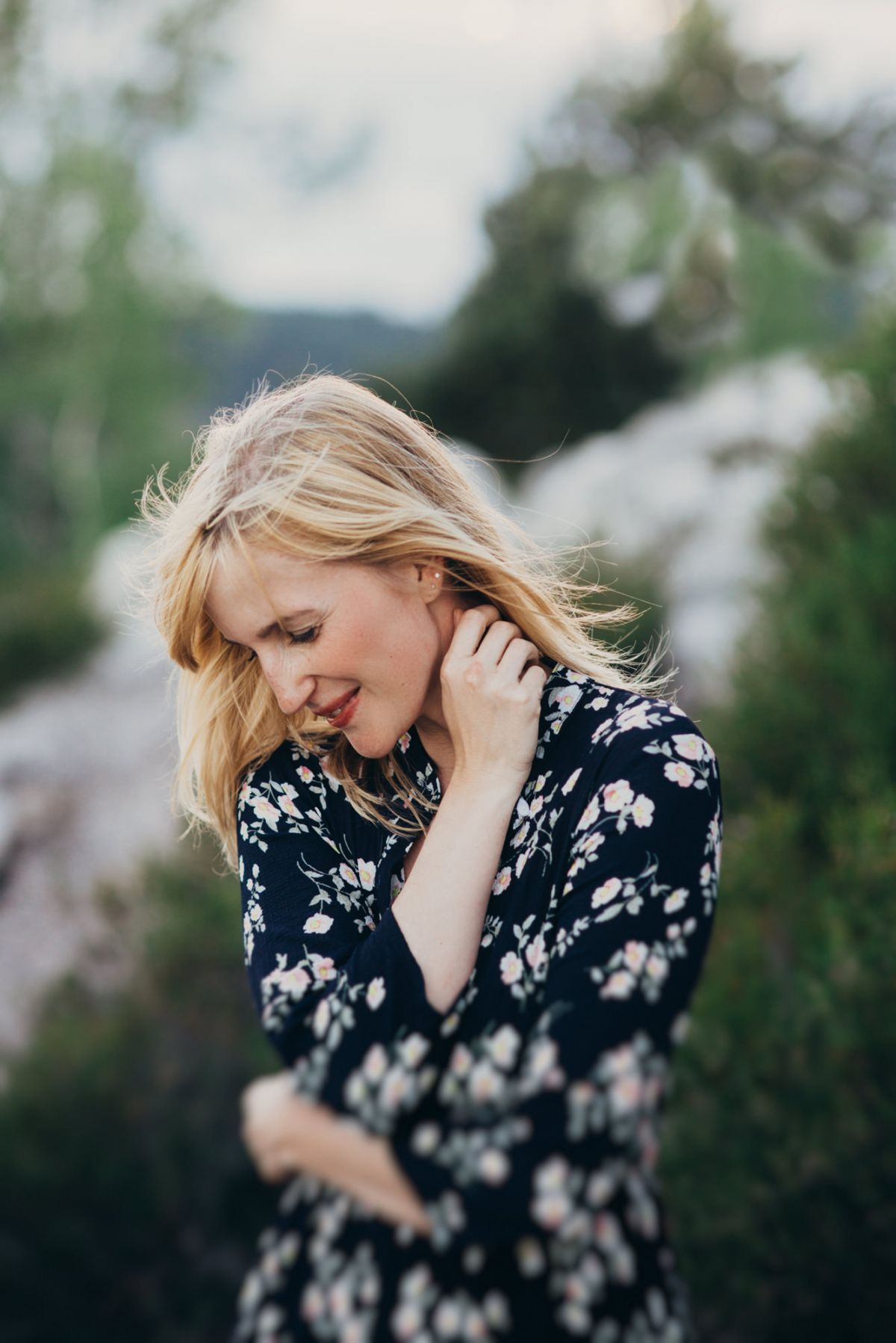 Fotomodel Portrait im Blumenkleid
