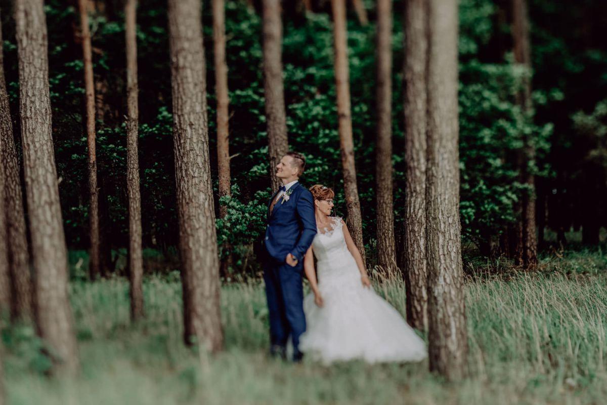 Hochzeitspaar Brautshooting Wald